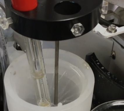 Electrode Shower Cleaning for Auto Titrator Sample Changers